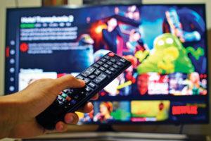 JAV bręsta titanų kova dėl dominavimo XXI a. TV rinkoje