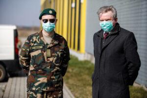 COVID-19 pandemijos krizė virto  demokratijos ir virsta ekonomikos krize
