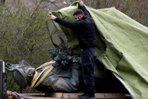 """Maskva """"pasibjaurėtinus nasrus"""" Čekijos sostinei čiaupia ir padedama šnipų-žudikų"""