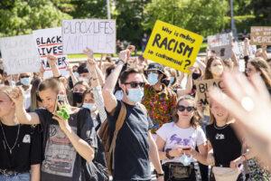 Prieš rasizmą stojęs Lietuvos jaunimas apnuogino TIK lietuviškas ir jaunimo bėdas