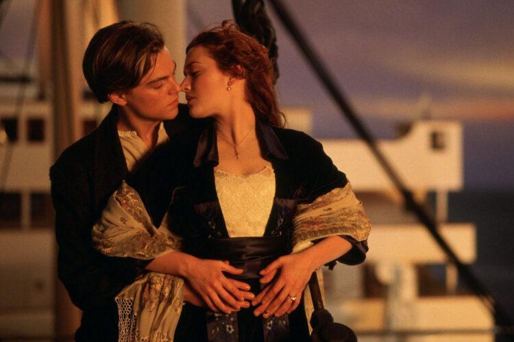 COVID-19 pakeis Holivudo filmų industriją – bučiuotis bus galima tik kraštutiniais atvejais